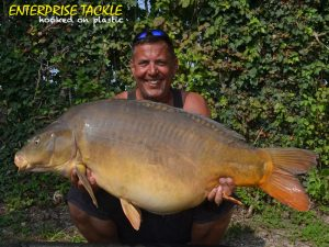 guy-aitkins-with-a-mirror-57lb-8oz